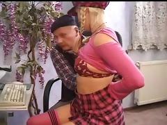 un vieux se tape une jeune etudiante